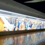 Мультимедиа и горизонтальный эскалатор в аэропорту Брюсселя